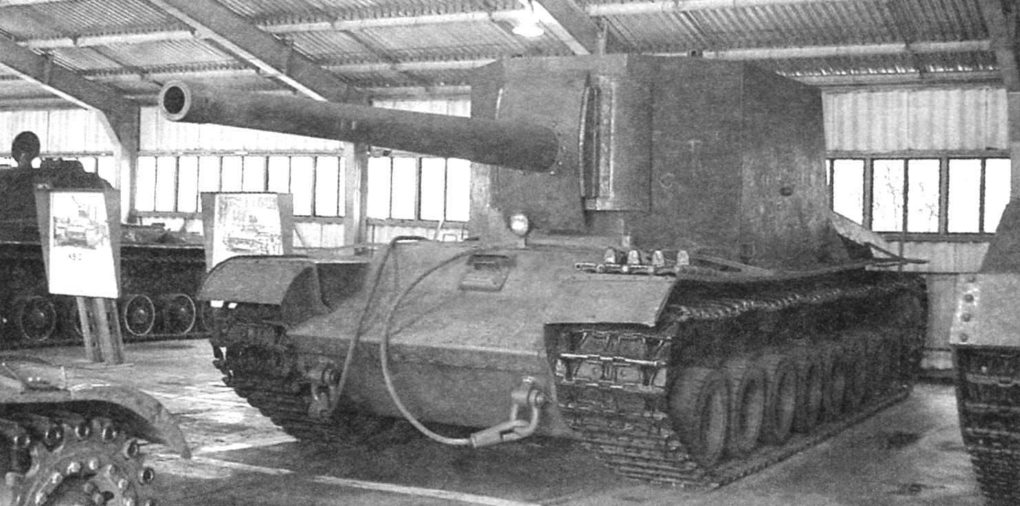 Тяжёлая САУ Т-100-Y в экспозиции Военно-исторического музея бронетанкового вооружения и техники в Кубинке