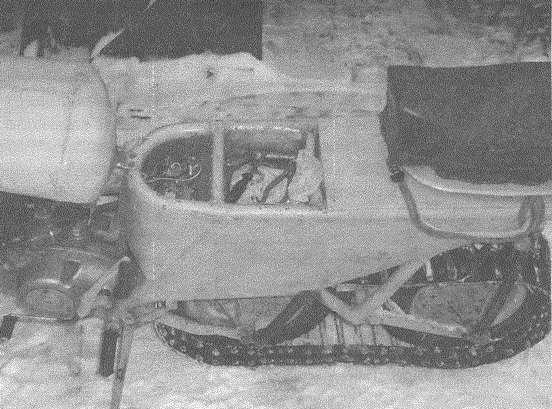 Под сиденьем водителя размешены небольшой отсек электрооборудования и инструментальный ящик