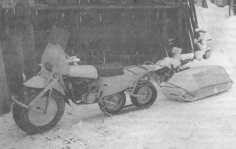 Гусеничный мотоцикл-вездеход с прицепом