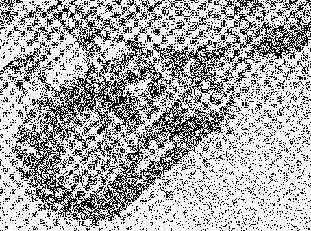 Гусеничный движитель: диски колес облегчены высверленными отверстиями; их крепление со ступицами усилено спицами; в шине ведущего колеса прорезаны канавки под скобы гусеницы.