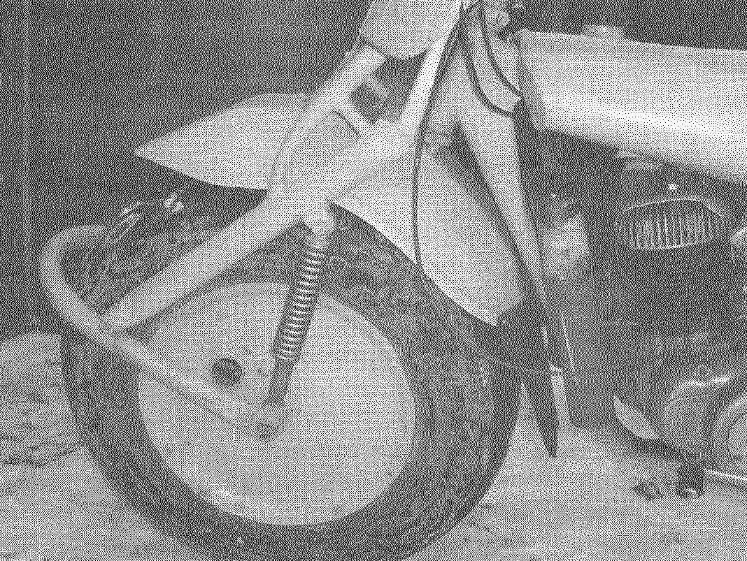 Переднее колесо: шина облегчена — удален протектор; диски колес — сплошные, а пространство между ними заполнено строительным пенопластом; шины к дискам прикреплены болтами.