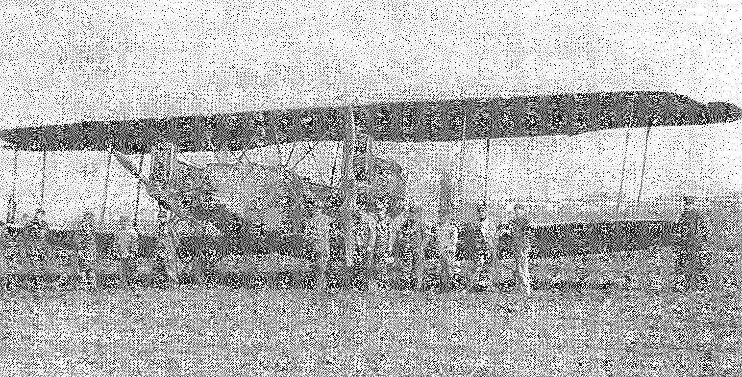 Французские летчики позируют на фоне трофейного АEG G.IV.
