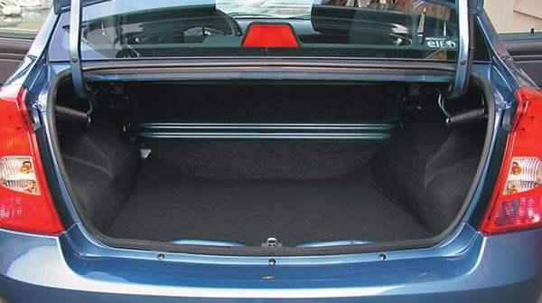 Багажник автомобиля объемом 0,5 куб.м.