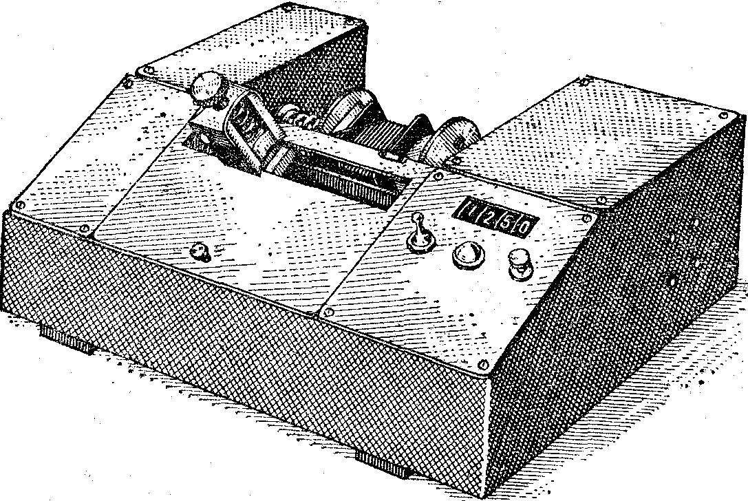 Рис. 1. Полуавтоматический станок для намотки катушек трансформаторов.