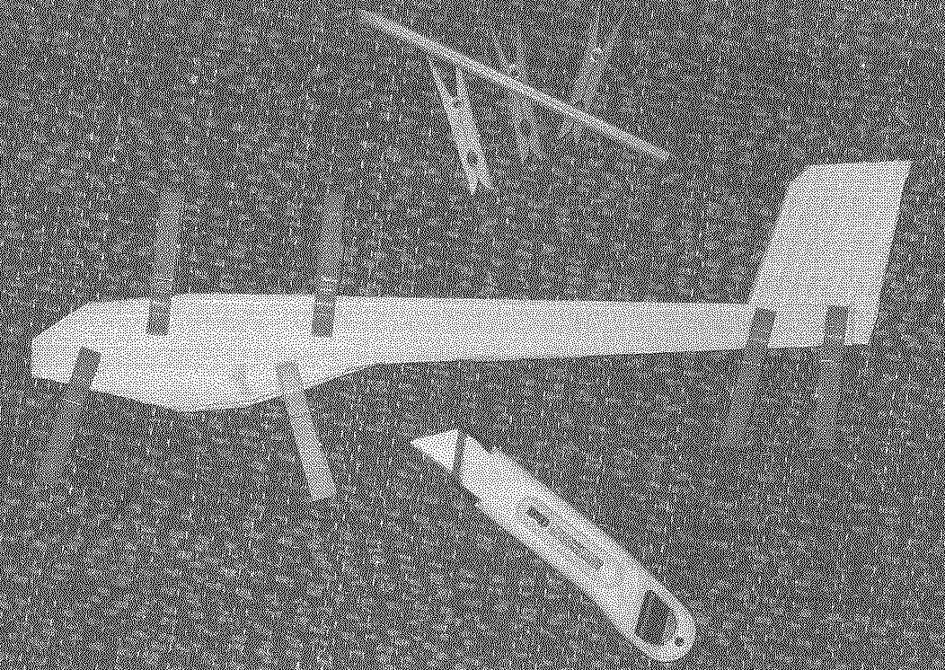 Склейка фюзеляжа — для фиксации его элементов использовались бельевые прищепки.