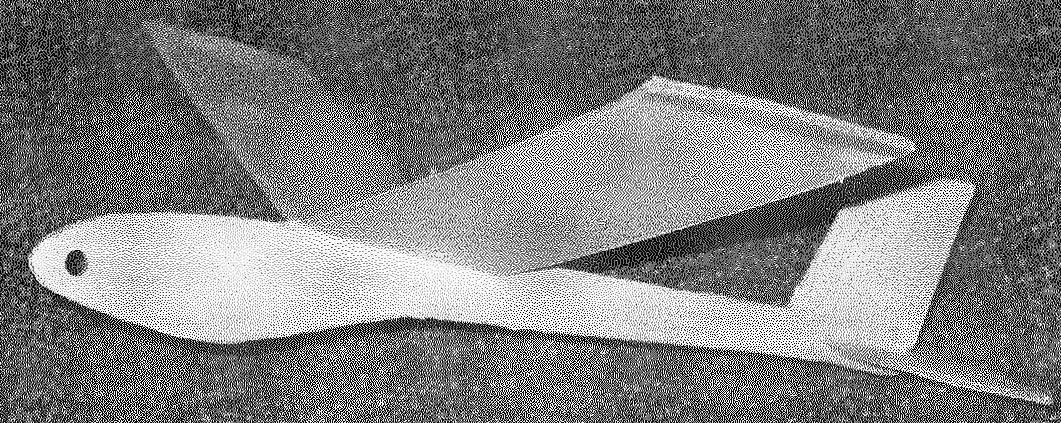 Модель к полету готова. В передней части фюзеляжа располагается свинцовый груз.