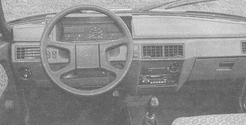 Передняя часть салона автомобиля «Славута».