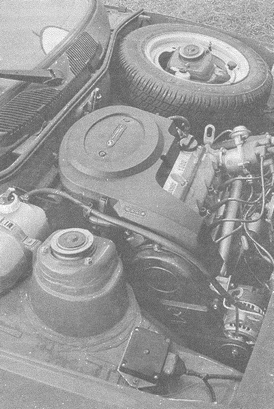 Под капотом «Славуты» размещаются и двигатель, и запасное колесо.