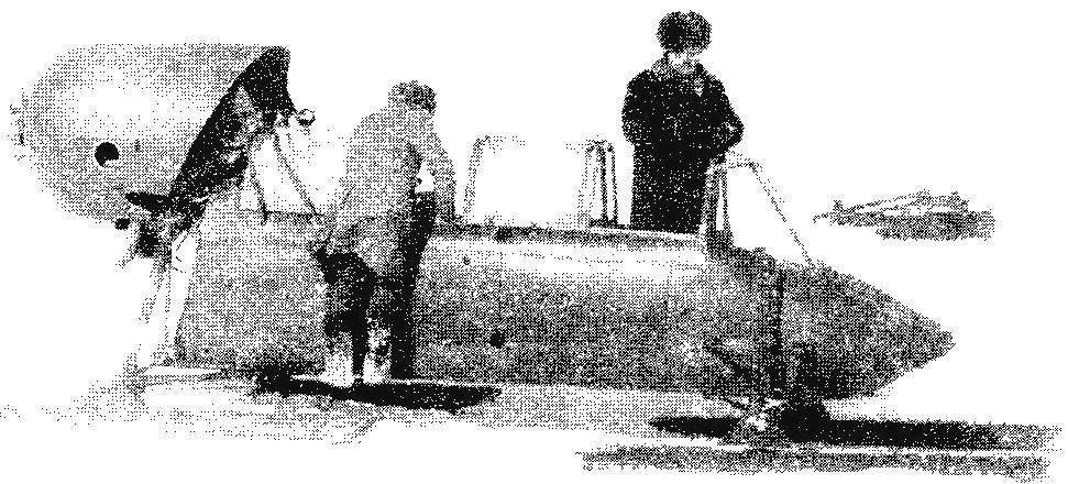 АК-6 с кабиной от Як-18, двигателем АИ-14 и лыжами от Як-12 на испытаниях