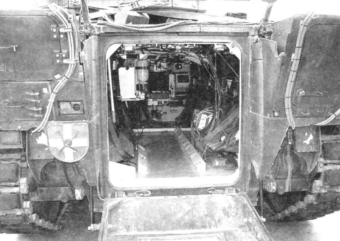 The internal compartments of the machine through the aft hatch. At the bottom in the picture - pubescent output of apparel