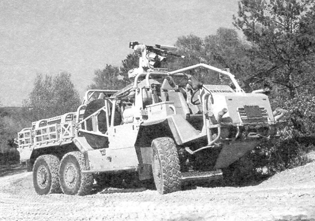 Бронеавтомобиль-«трансформер» «Супекэт Экстенда» в вариантах с колёсной формулой 4x4 и 6x6. Конфигурация машины трансформируется за счёт добавления или удаления модульной автономной конструкции третьего моста