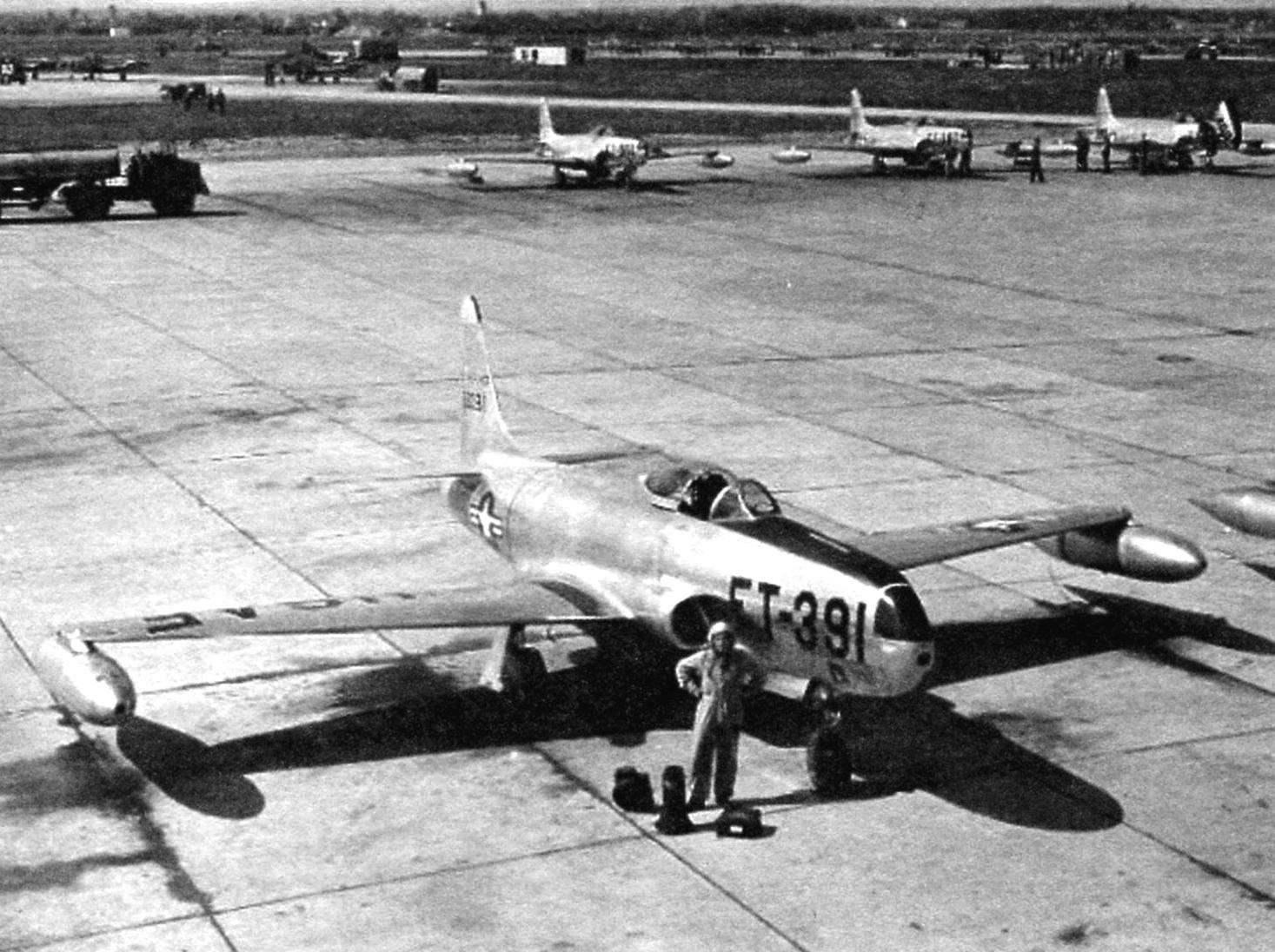 Самолёт-разведчик RF-80A