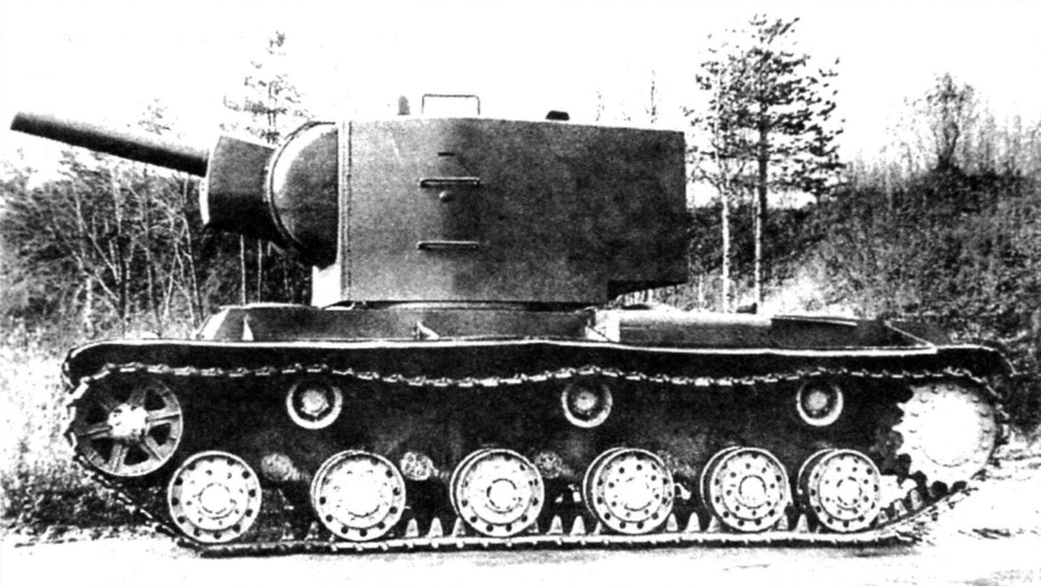 Heavy breakthrough tank KV-2. Weight - 52 tons, booking frontal part and the sides of the hull, turret - 75 mm Armament: 152-mm gun-howitzer M-10T, three 7.62-mm machine gun DT