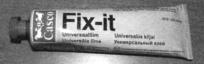 Рис. 2. Клей Fix-it склеивает столь хорошо, что конструкции после его применения выдерживают на разрыв вес до 120 кг