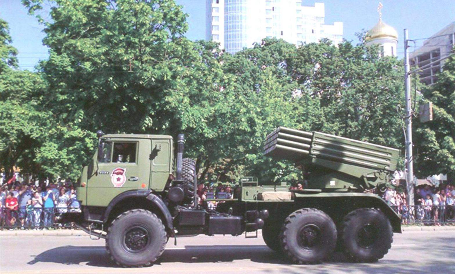 On the chassis of armored vehicles KAMAZ installed dozens of models of military equipment and weapons. On the photo: 122-mm rocket system of volley fire