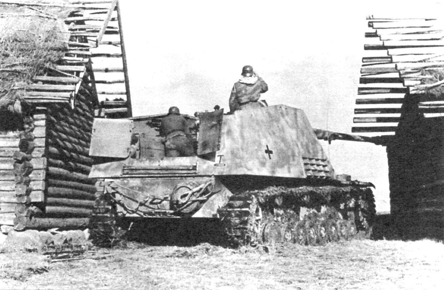 САУ «Насхорн» в засаде. Восточный фронт, 1943 г.