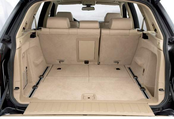 При сложенных задних сиденьях объем багажника составляет 1,75 м3!