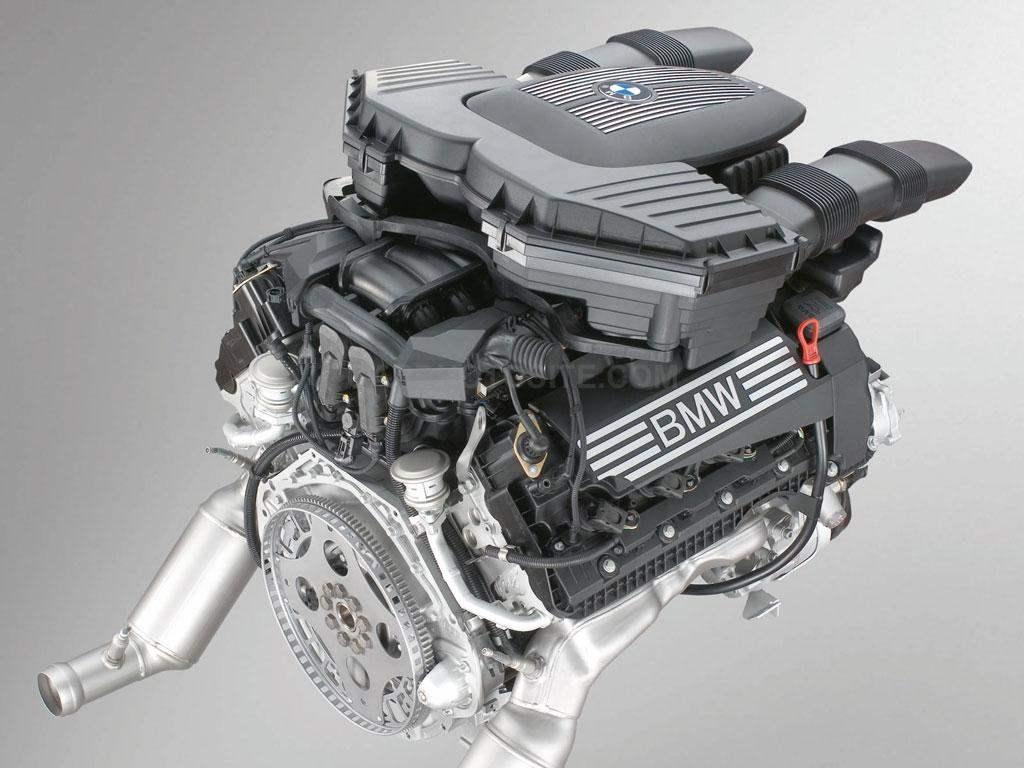 Бензиновый 8-цилиндровый двигатель рабочим объемом 4799 см3 с V-образным расположением цилиндров развивает мощность 355 л.с.