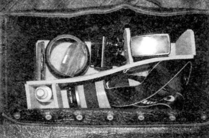 Разделение фотопринадлежностей в кофре посредством вкладыша