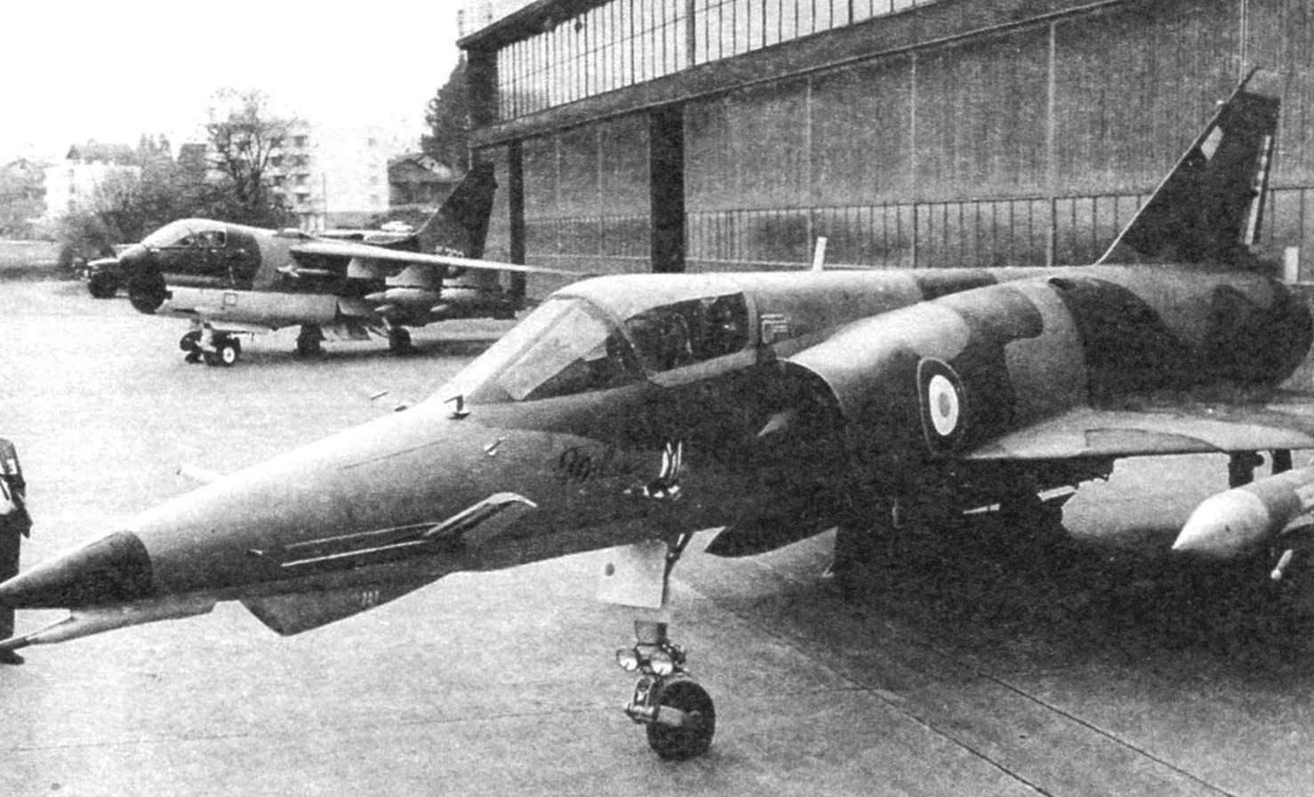 «Милан» на испытаниях в Швейцарии. На заднем плане - американский конкурент - самолёт А-7G «Корсар» II