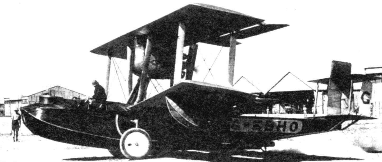 «Валчер» Мак-Ларена на промежуточном этапе перелёта, аэродром Хинаиди под Багдадом, 1924 г.
