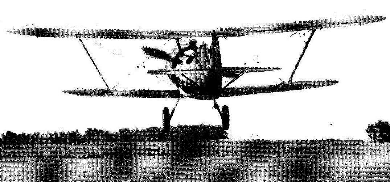 Реплика истребителя И-15бис заходит на посадку