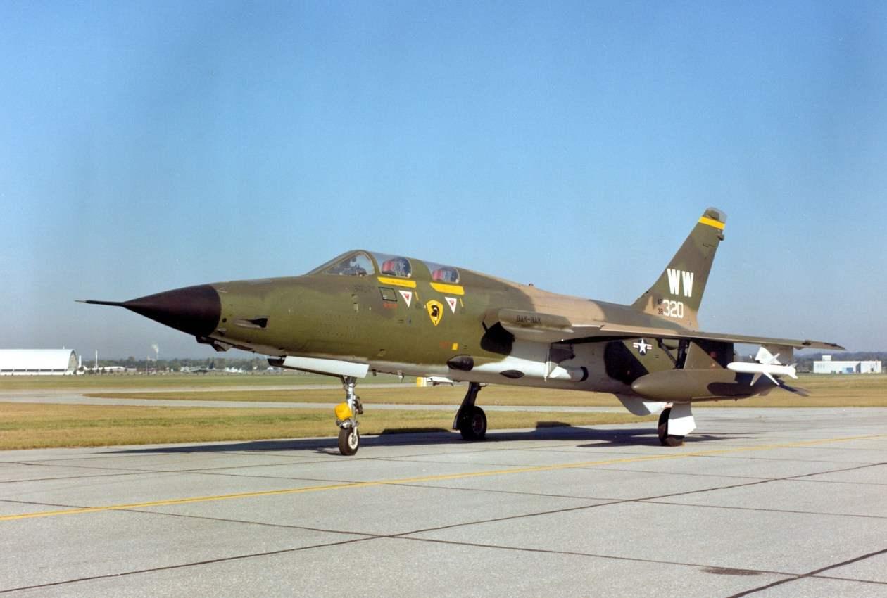 F-105G на стоянке