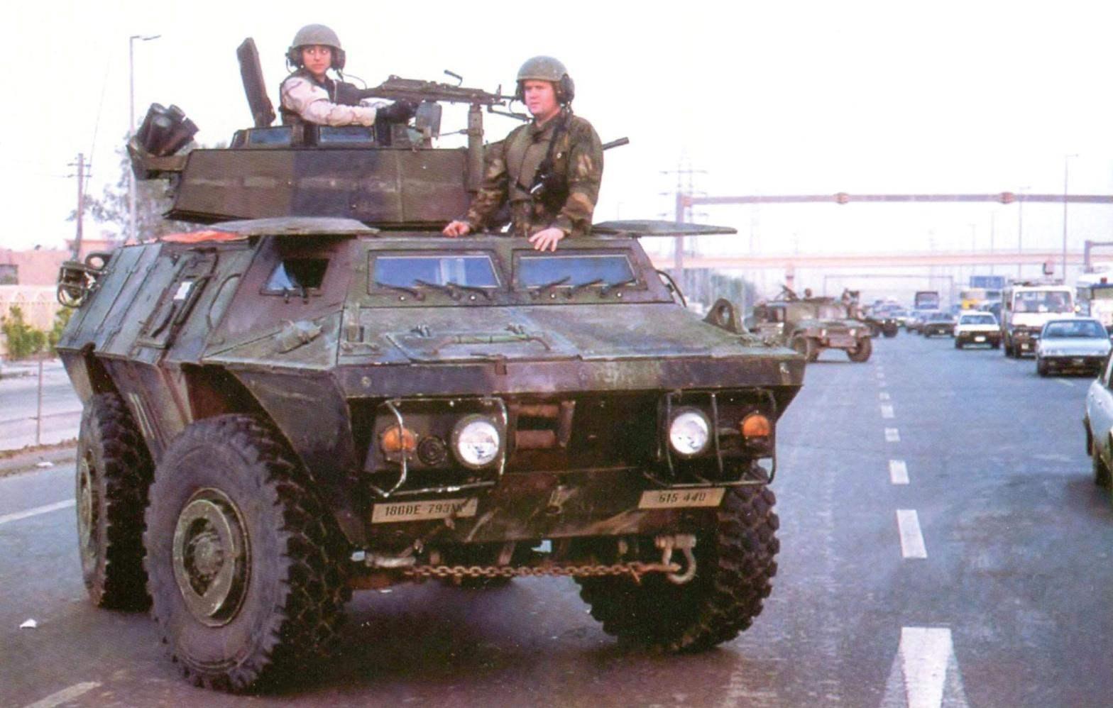 Бронеавтомобиль М1117 в дозоре на улице Багдада. 793-й батальон 18-й Военной полицейской бригады. Ирак, 2005 г
