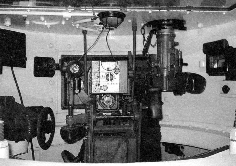 Tower tank mod. 1933 In center breech the 45-mm gun and its mechanisms of crosstalk, to the right is the gun sight TOP, left of the gun - sight PT-1