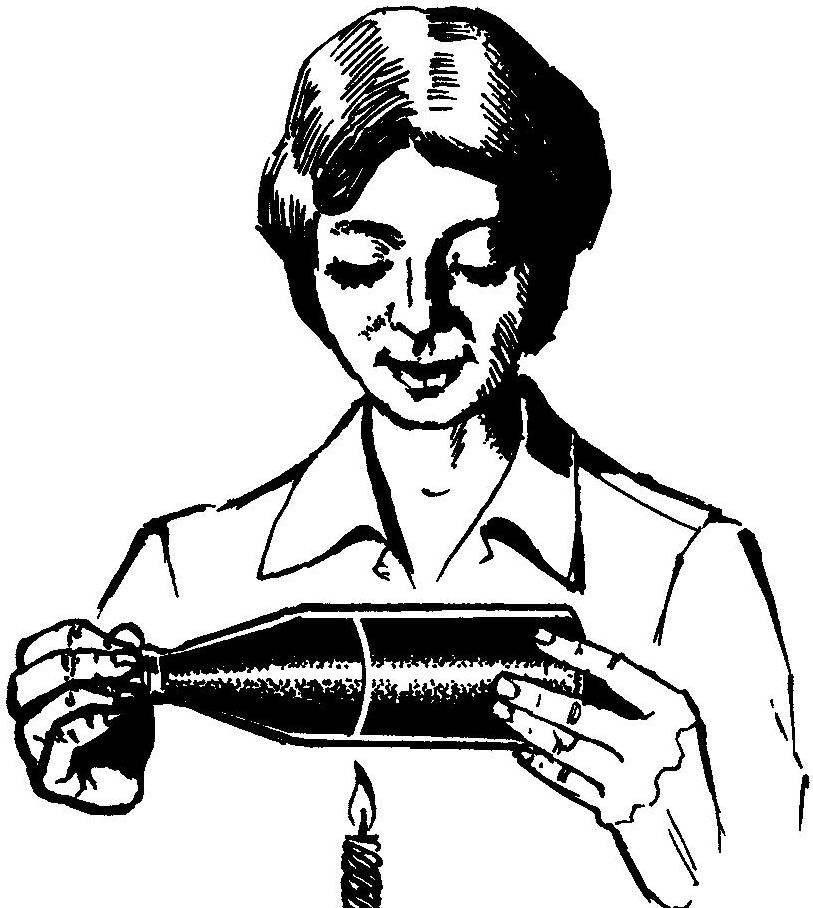 Нагревание линии реза бутылки над пламенем свечи