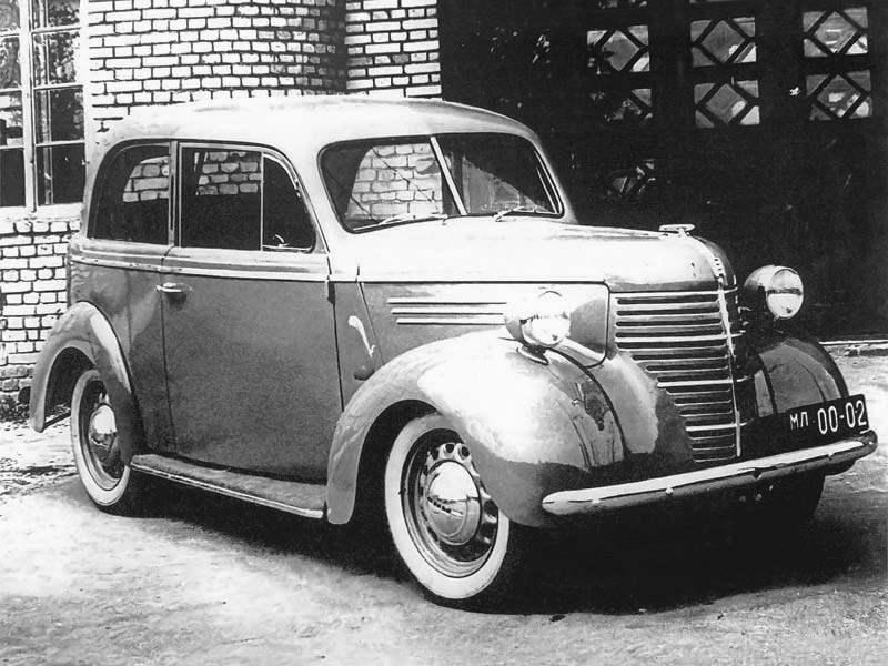 Опытный экземпляр автомобиля КИМ-10 — внешне он отличался от серийного образца фарами, установленными на крыльях машины