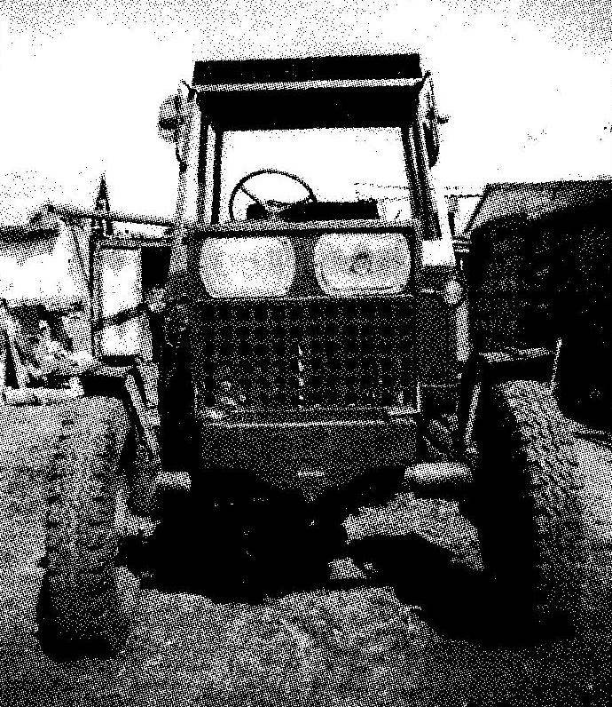 С виду трактор мало чем отличается от собратьев заводского изготовления. А вот москвичовские фары выдают его непромышленное изготовление