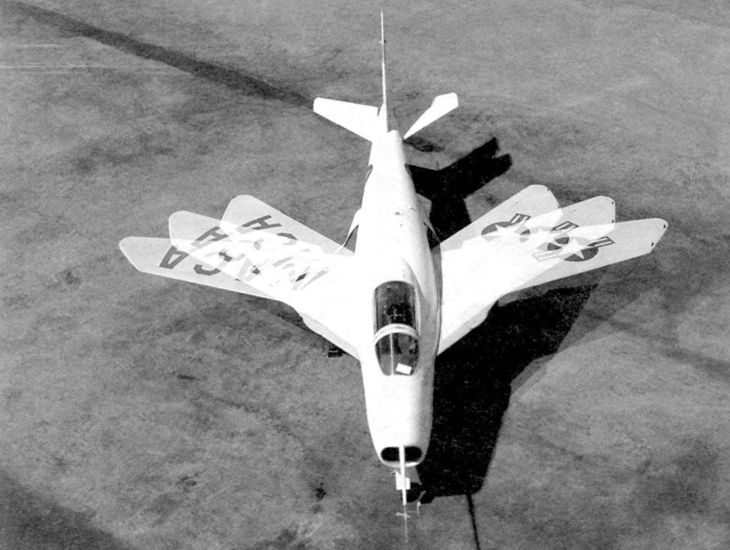 Экспериментальный самолёт Х-5 использовался для исследования оптимального угла стреловидности крыла. Крыло переставлялось на земле вручную. В некоторых источниках говорится, что самолёт Х-5 - первый истребитель с изменяемой в полёте стреловидностью, но это не так. Фото NACA-NASA