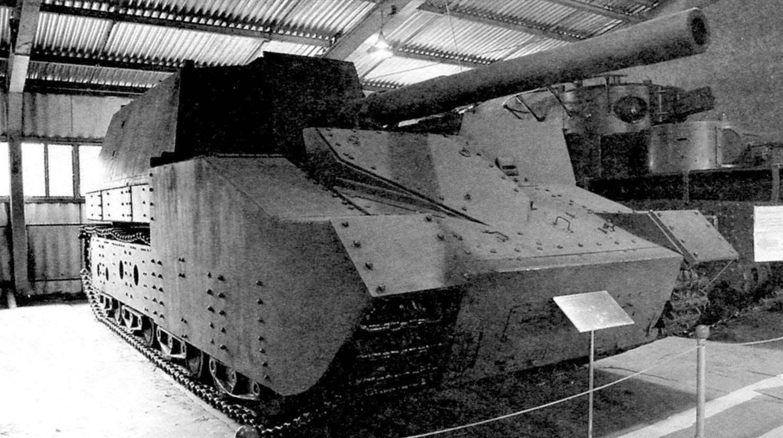 Самоходная установка СУ-14Бр-2 с 152,4-мм пушкой Бр-2 обр. 1937 г. Установка закрыта броневой защитной рубкой, масса машины при этом возросла до 64 т. Из экспозиции Военноисторического музея на Кубинке