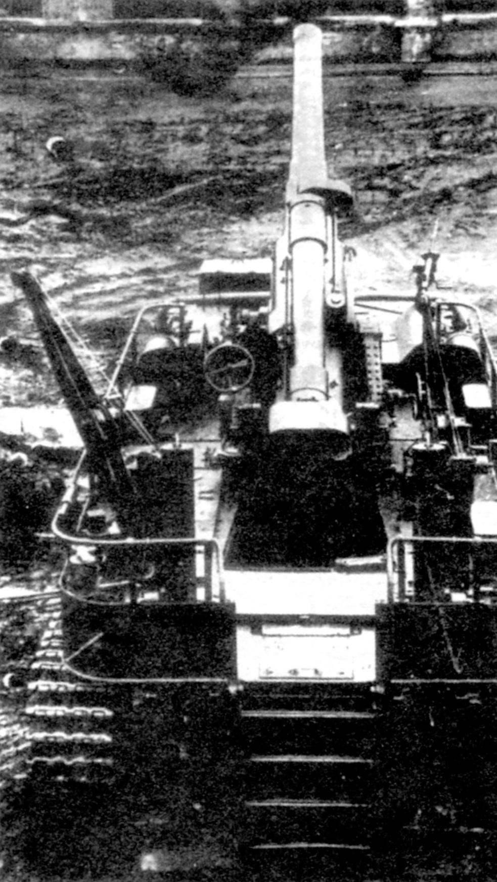 САУ СУ-14. На открытой платформе установлена артиллерийская часть 203-мм пушки Б-4 обр. 1931 г.
