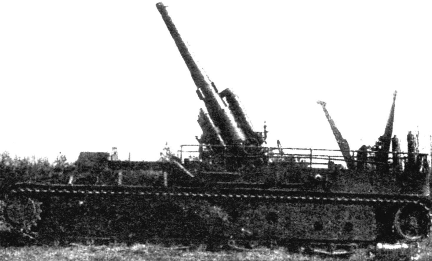 Пушка установки поднята на максимальный угол вертикального наведения, равный 60°