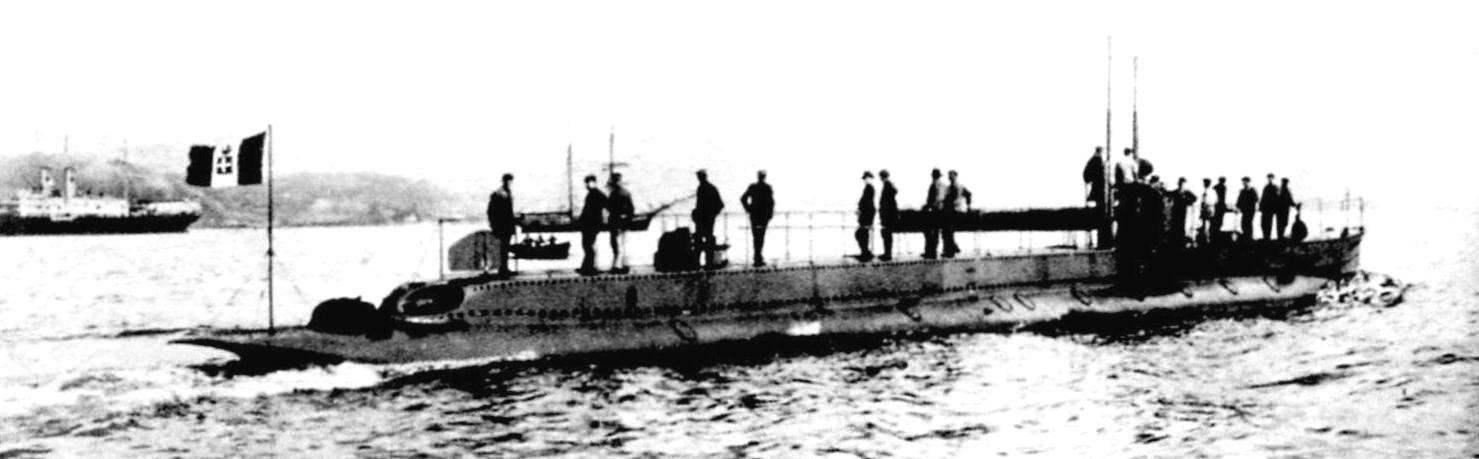 Итальянская субмарина «Галилео Феррарис» выходит в море