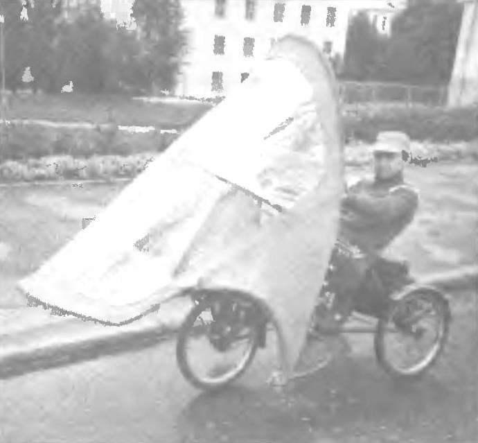Веломобиль «Бионик» В.Камещикова (организатора пробегов по Золотому кольцу России и многих других) оказался очень надежным и удобным в велопутешествиях