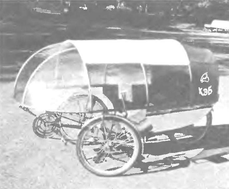 «Стерх-3» с откидным тентом-обтекателем москвича Г.Стерхова — победитель велофестивалей и смотров — прошел тысячи километров в России и Польше