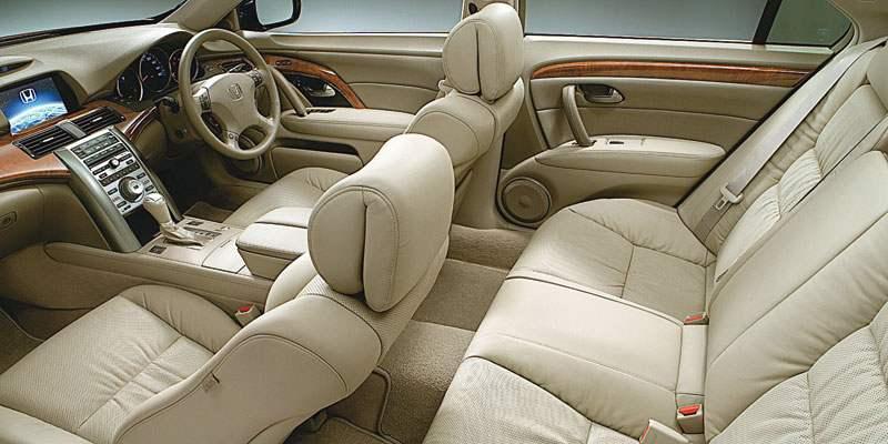 Салон автомобиля эргономичен и удобен как для водителя, так и для пассажиров