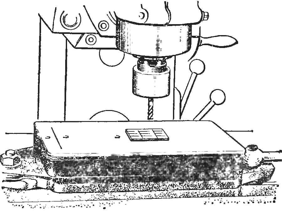 Рис. 2. Ледяные «тиски» — крепление детален примораживанием.