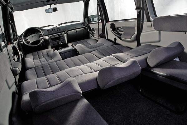 При необходимости в автомобиле можно с комфортом выспаться — это с удовлетворением воспримут охотники и рыболовы