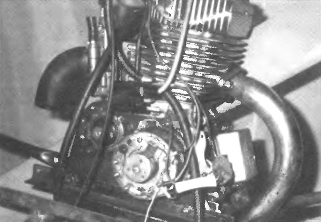 Фото 5. Д-15z с встроенным зубчатым редуктором (слева — вид спереди, справа — вид сзади)