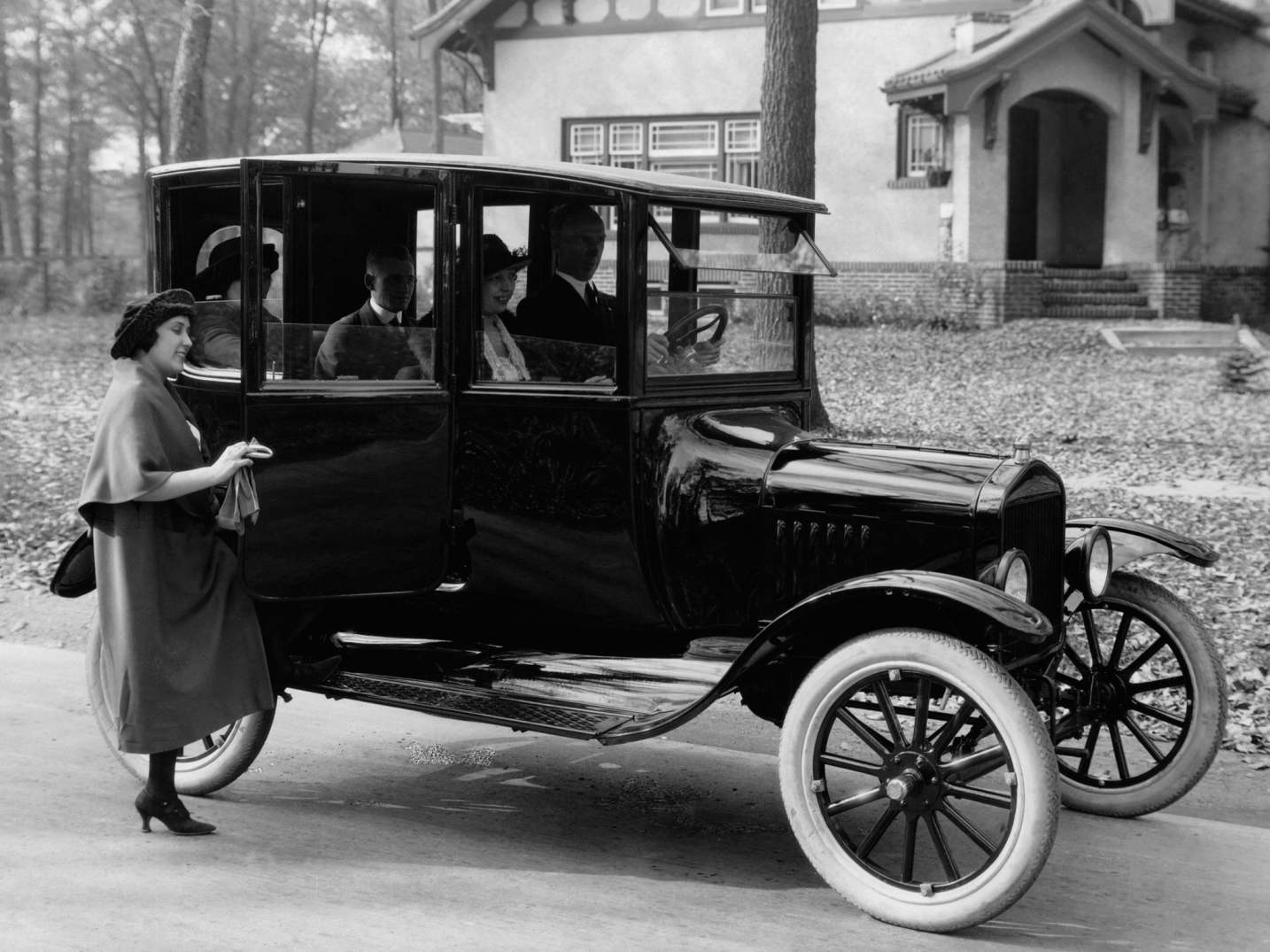 Двухдверный кузов «тюдор» 1915 года на шасси «Форд-Т».