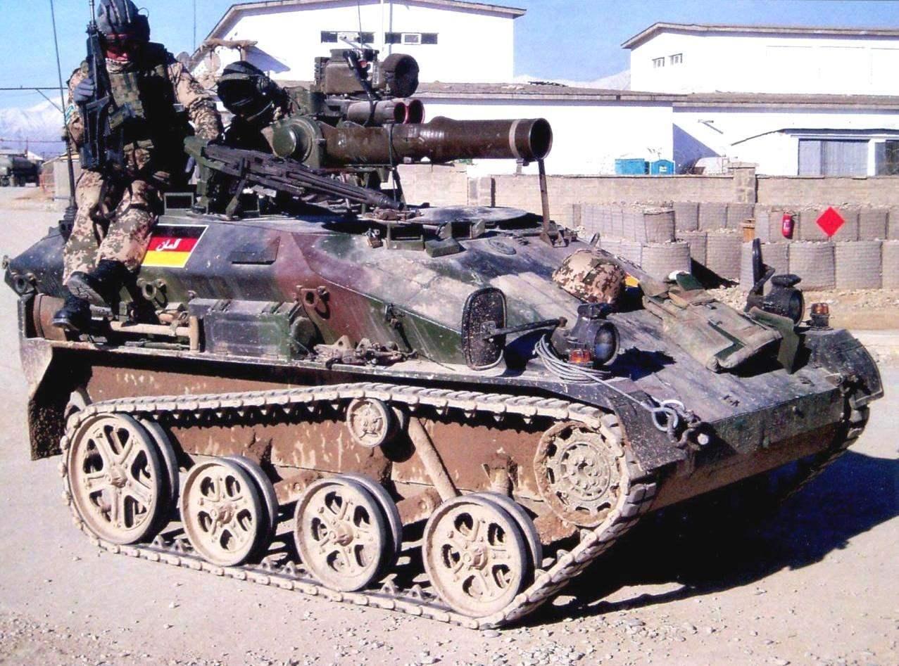 «Визель» TOW А1 имели на вооружении противотанковый ракетный комплекс TOW. Открытая пусковая установка М151 комплекса вместе с приборами наведения и управления размещалась на турели перед дополнительным люком оператора, оборудованного в задней части крыши. Афганистан, 2009 г.