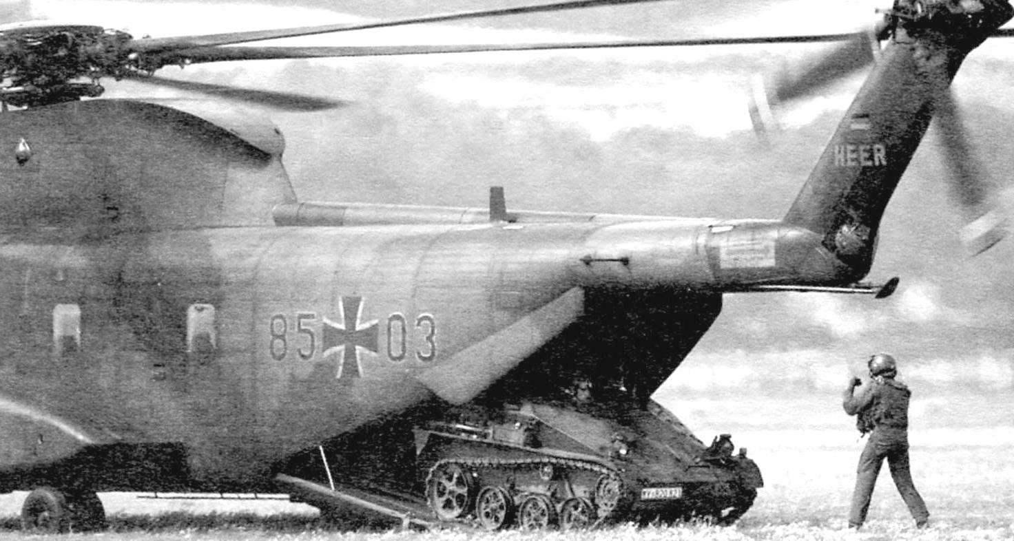 БМД «визель» являлись аэротранспортабельными. В грузовую кабину среднего транспортного вертолёта СН-53С, как и на СН-47 «Чинук», загружались две машины