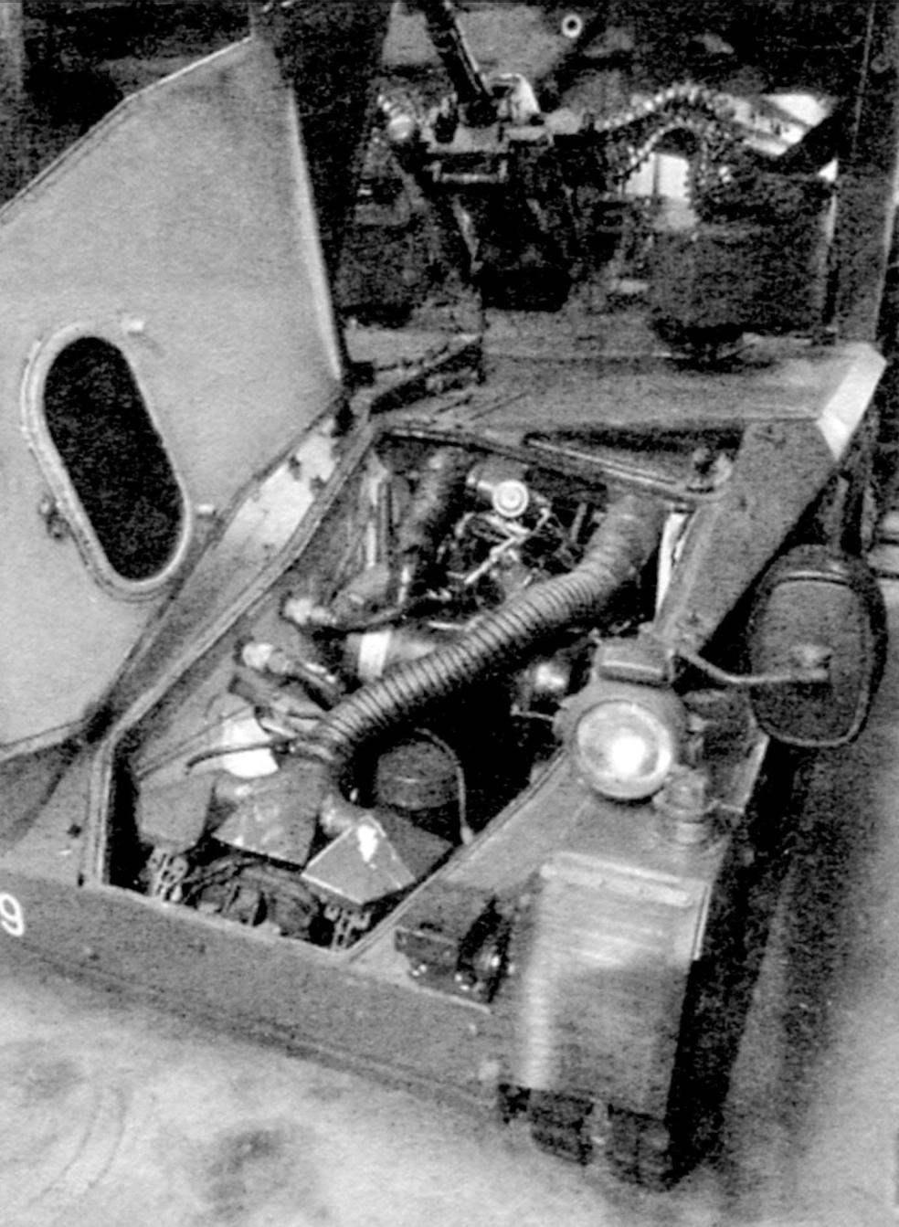 Двигательный отсек машины «Визель». Устанавливался 109-сильный 5-цилиндровый 4-тактный дизель «Фольксваген» с турбонаддувом и водяным охлаждением