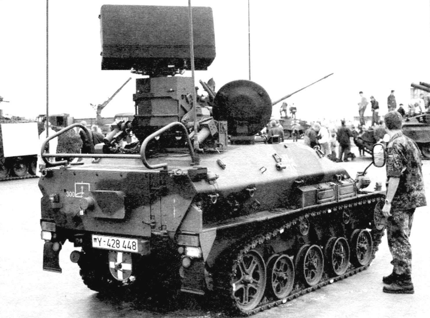 Для обеспечения работы зенитного ракетного комплекса предназначалась самоходная станция радиолокационной разведки и выдачи целеуказаний на управление огнём на шасси «Визель-2»