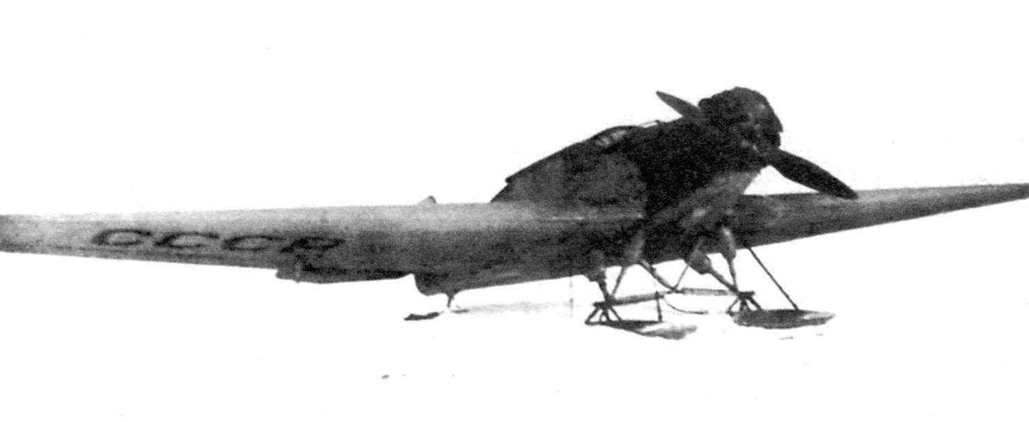 The plane is H5 air service house in Tiksi, 1935 Machine is installed on skis
