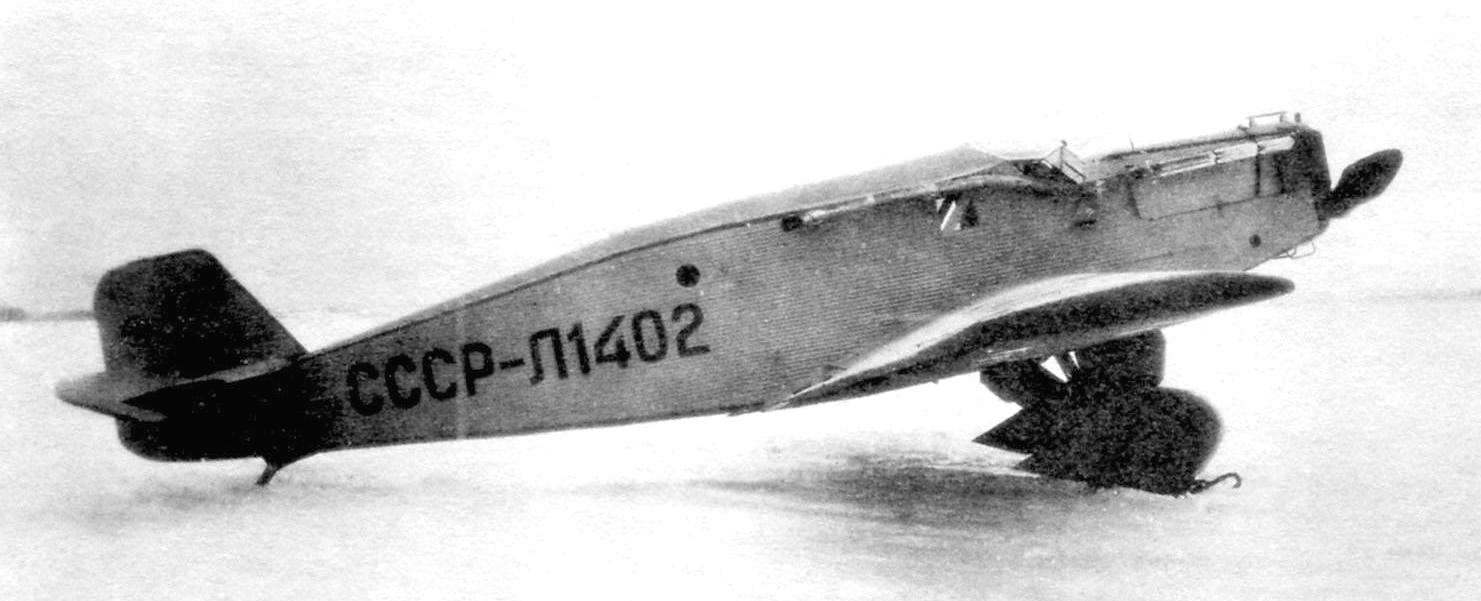 Л1402 - PS-4, made by the Moscow factory No. 89. He was distinguished by a closed cockpit and an improved heating system